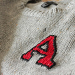 College-Pullover mit gesticktem Buchstaben