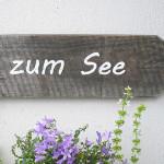 Holzschild mit Schriftzug