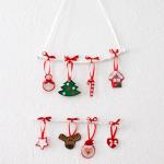 Weihnachtliches Mobile mit Filzfiguren