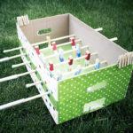 DIY-Tischkicker aus Pappe und Wäscheklammern