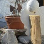 Engel aus Holzscheit